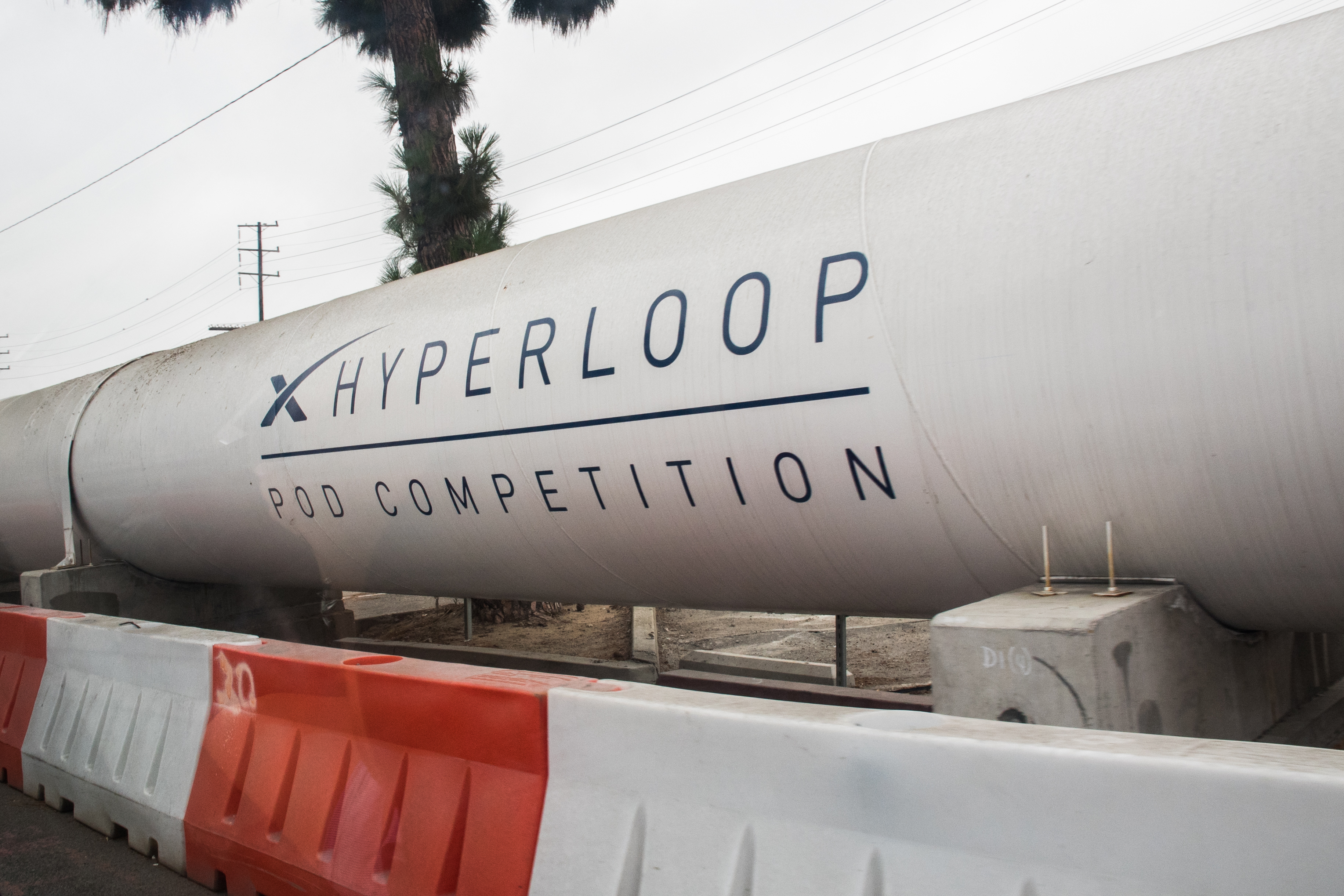 Hyperloop_pod_competition_tube