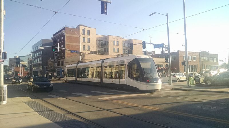 KC_Streetcar_at_Crossroads_Stop_(27967375456)